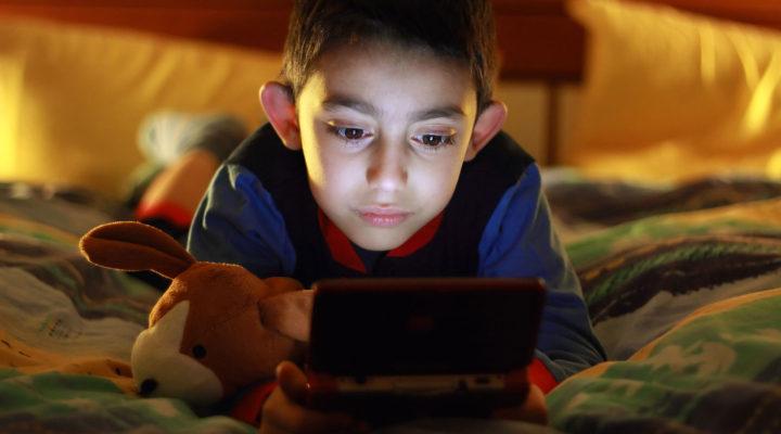 Buscan prohibir videojuegos a niños